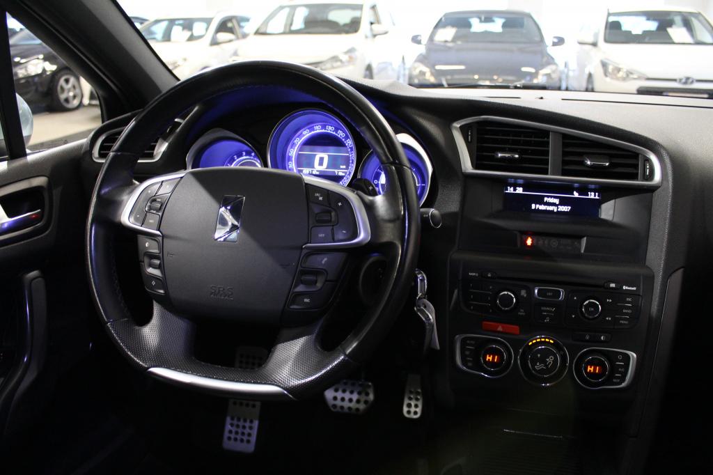 Citroen DS4, e-HDi 112 So Chic Automaatti #Hyvät varusteet #Sporttipenkit hieronta toiminolla #Bluetooth