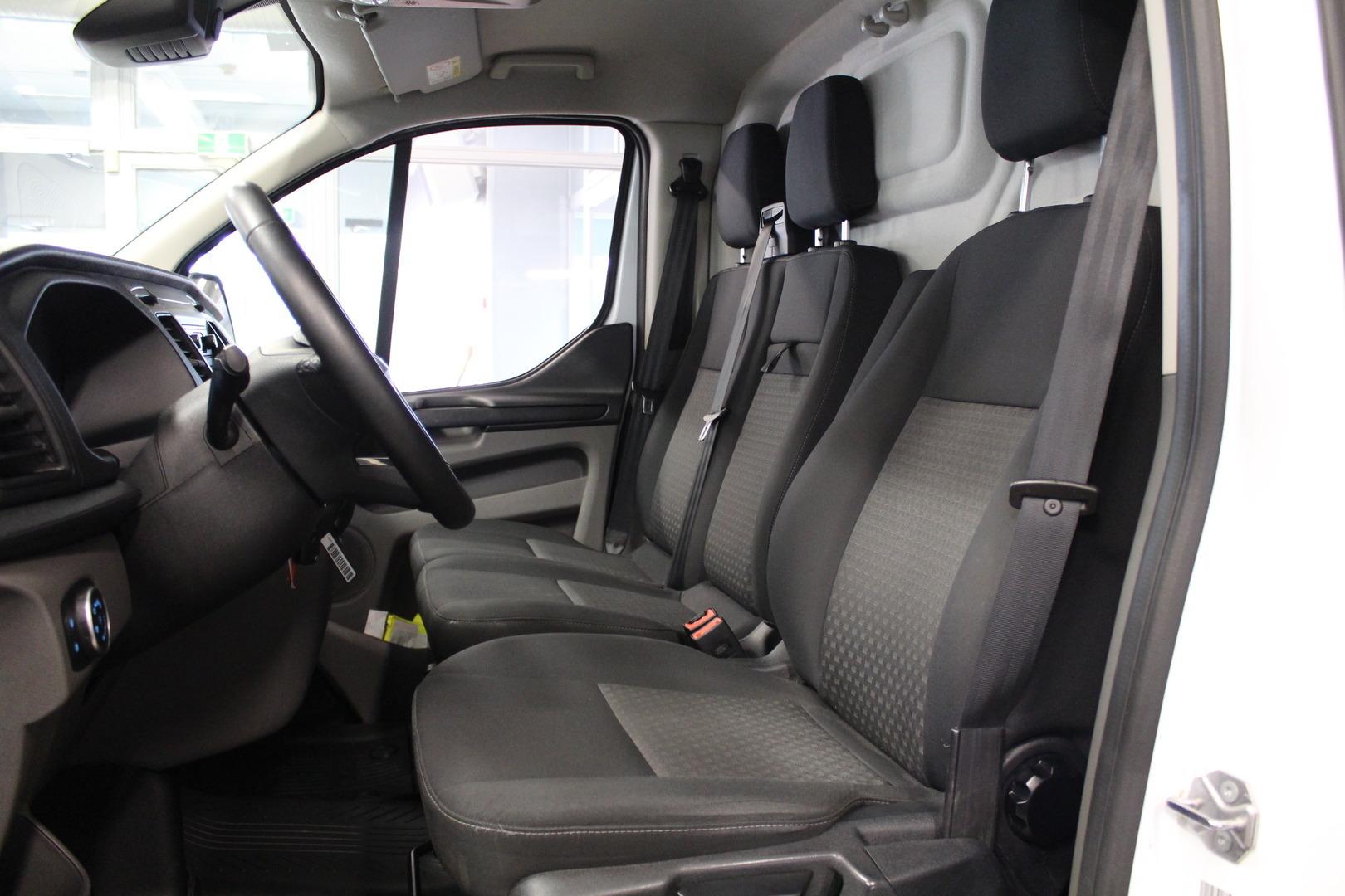 Ford Transit Custom, 310 2,0TDCi 130 hv Business L2H1 **Juuri tullut** #Takuu #Alvillinen #Tutkat