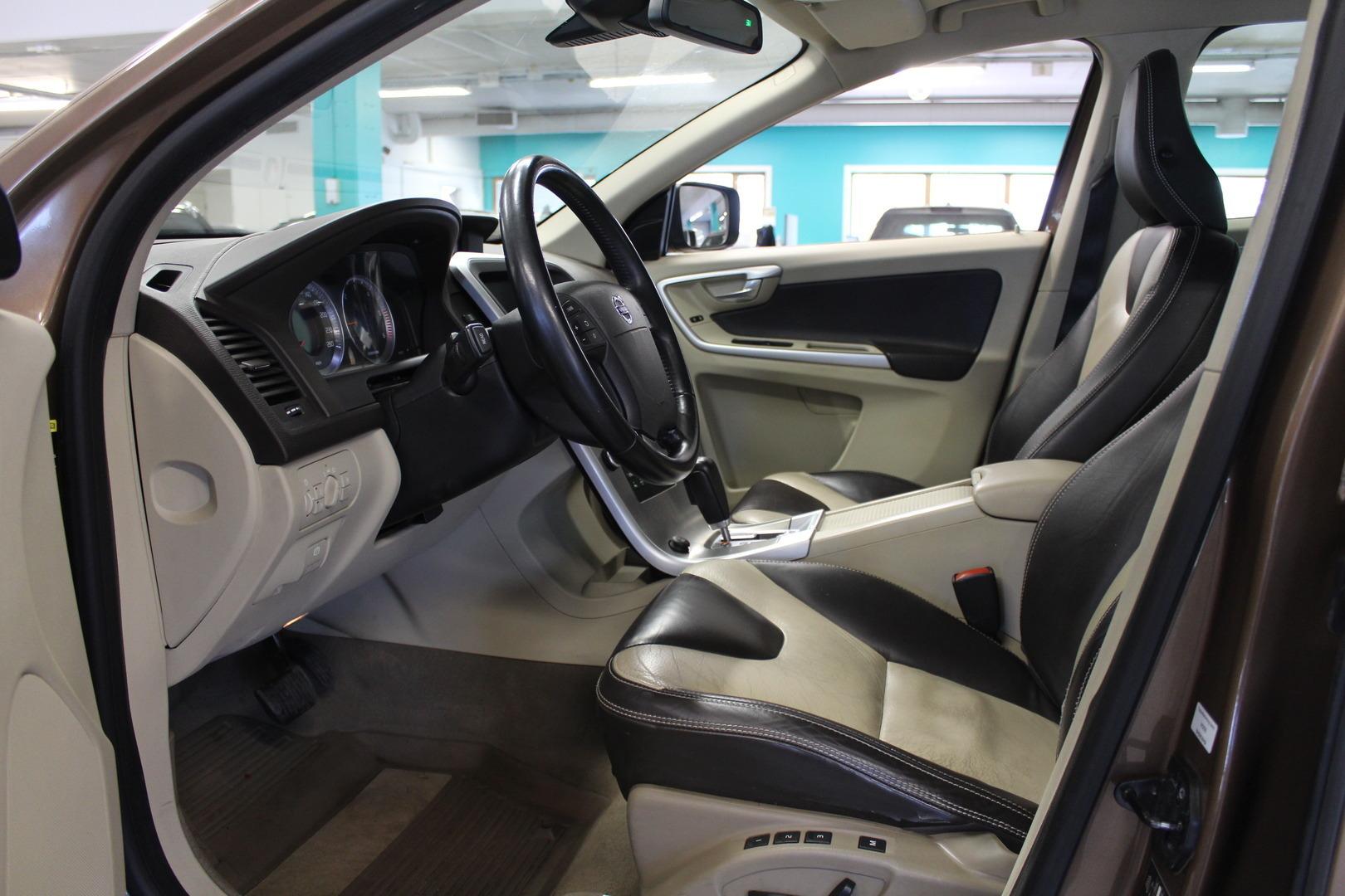 Volvo XC60, D5 AWD Summum aut #Siistikuntoinen #2-omisteinen #Hyvät varusteet
