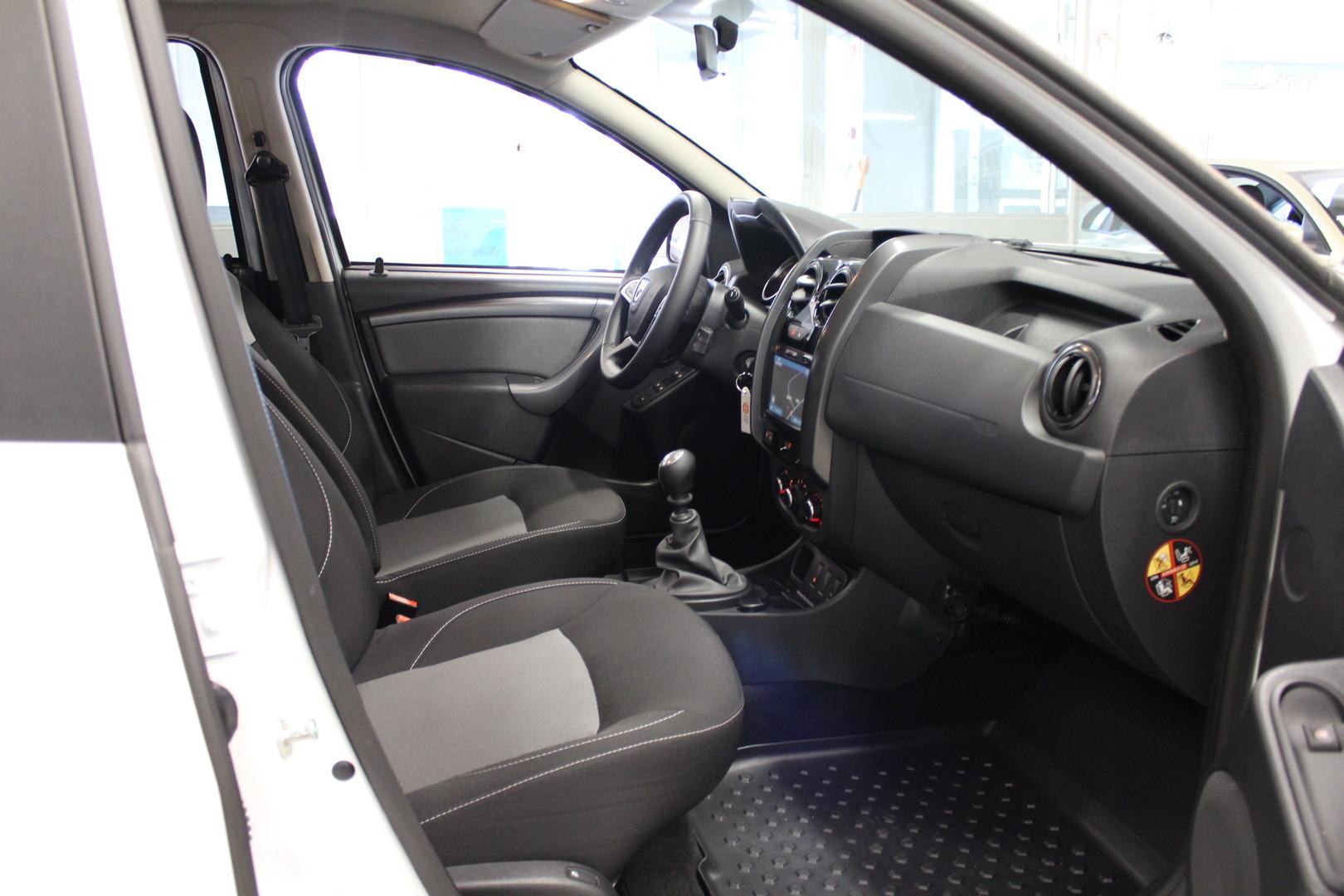 Dacia Duster, TCe 125 S&S Black Shadow #1-Omisteinen #Tehdastakuu #Navigointi #Hyvin pidetty **Juuri Tullut**