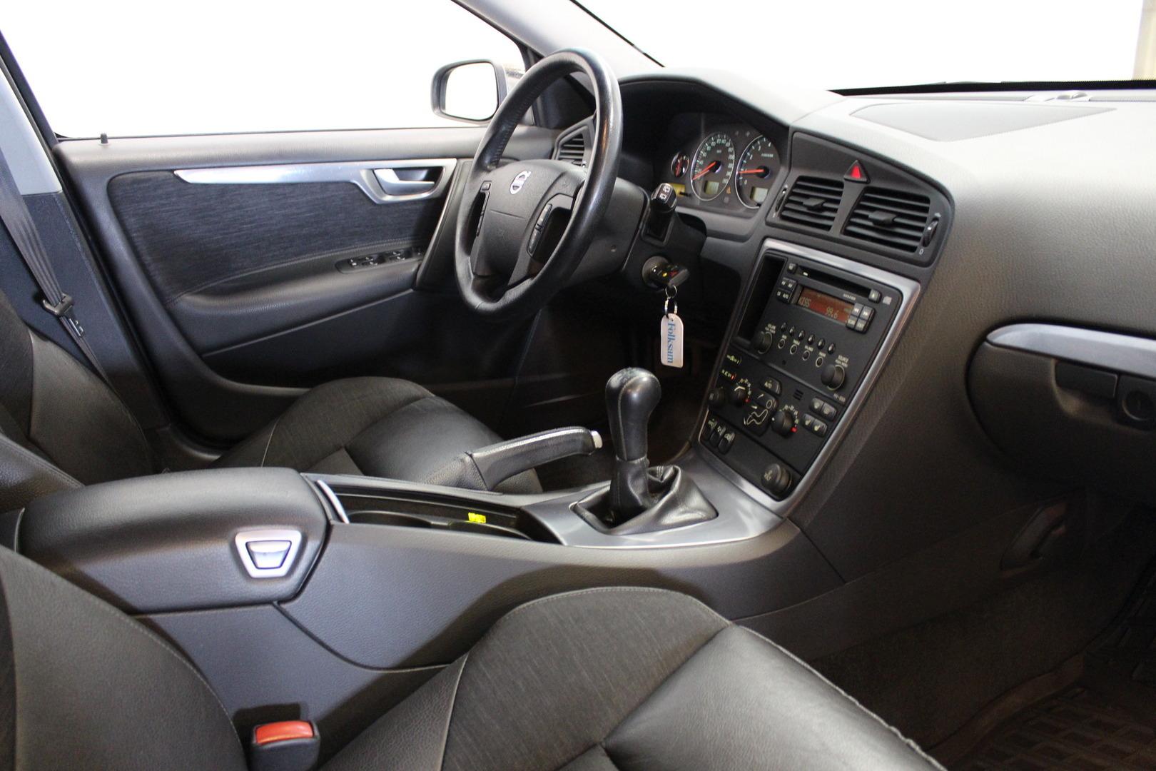 Volvo V70, 2.4i 170hv #Suomi-auto #Vähän ajettu #Puolinahat #Vakkari