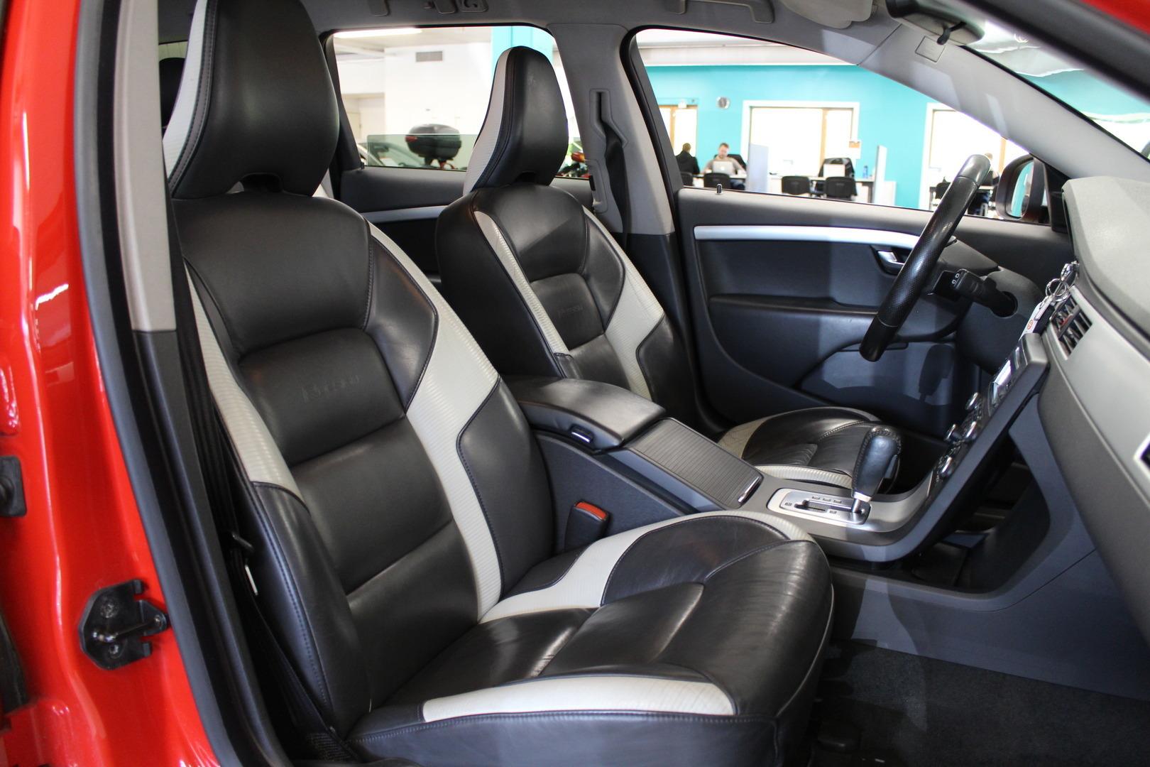 Volvo V70, 2,4D Momentum aut #R-design #Webasto #Hyvät varusteet **Juuri tullut**